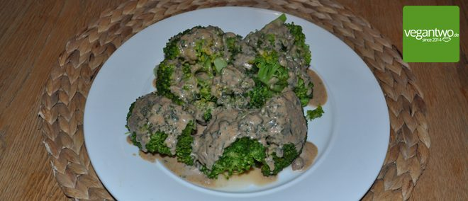 Vegan - Brokkoli mit Mandelsauce