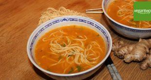 Rezept für asiatische Ramen Nudelsuppe