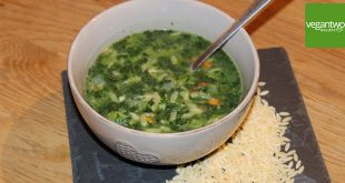 Spinatsuppe mit Orzonudeln